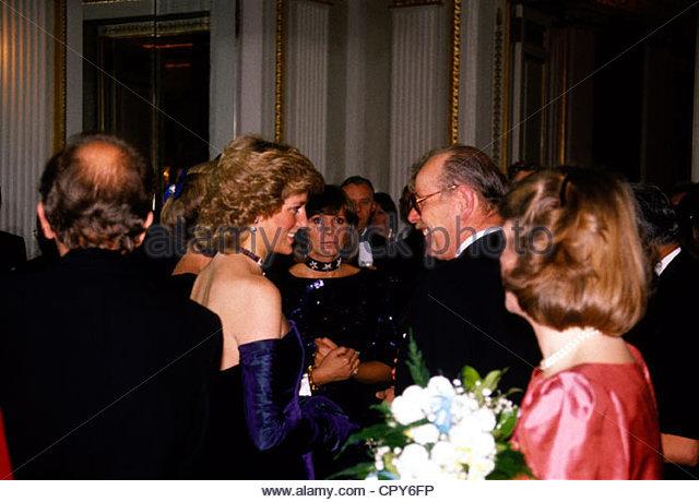 Diana, 1.7.1961 - 31.8.1997, Prinzessin von Wales, halbe Länge, im Rahmen eines Empfangs Besuch in Deutschland, Stockbild