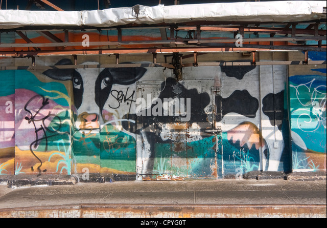 New York, NY, August 2004 Detail einer Kuh Wandbild an der Außenseite von Premiere Kalbfleisch im Meat Packing Stockbild