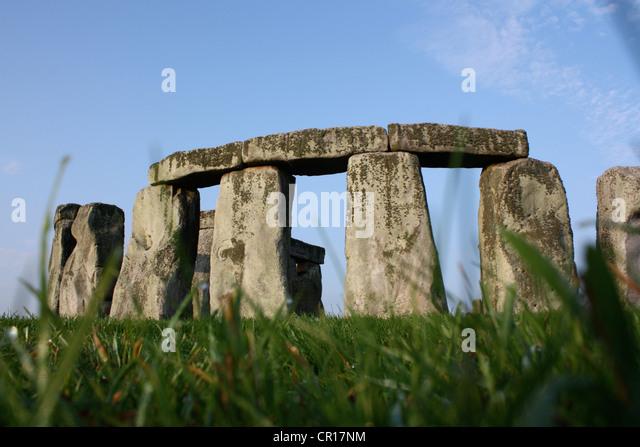 Frühling auf die prähistorische Landschaft Stonehenge Stockbild