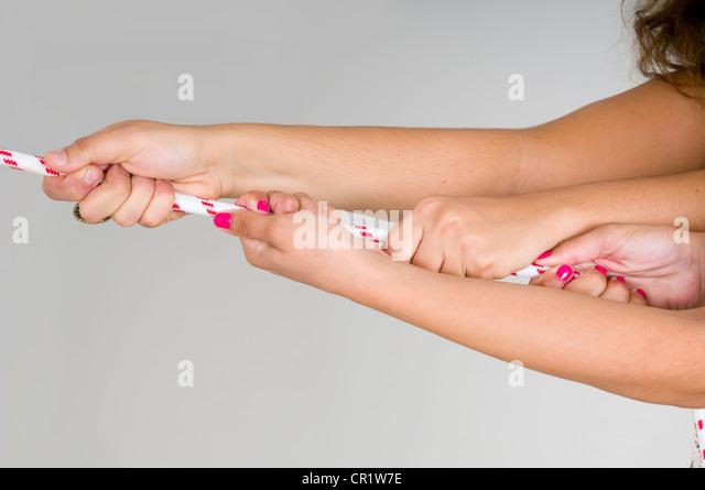 Nahaufnahme von Händen Seil ziehen Stockbild
