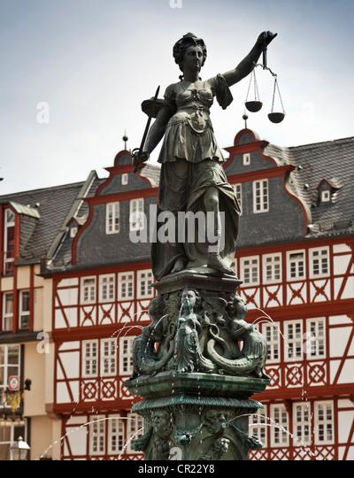 Reich verzierten Brunnen mit Statue Square Stockbild
