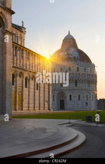 Sonne über reich verzierte Gebäude Stockbild