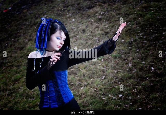 Frau, Cyber-Gothic, ausgestreckten arm - Stock-Bilder