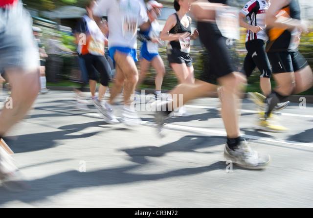 Marathonläufer, Bewegungsunschärfe, Freiburg Marathon, 3. April 2011, Freiburg Im Breisgau, Baden-Württemberg, Stockbild