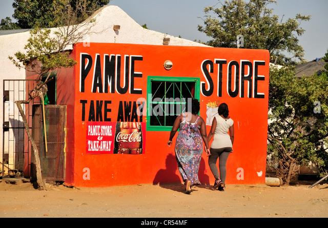 Kiosk in der Township Katutura, Windhoek, Namibia, Afrika Stockbild