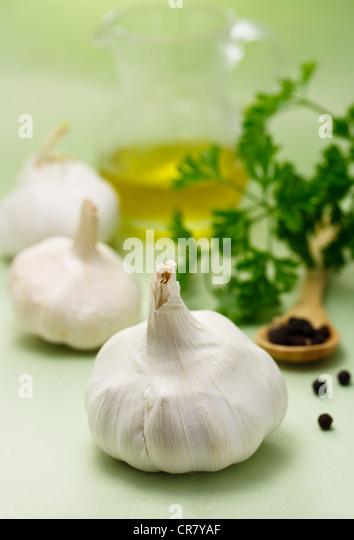 Knoblauch, Pfeffer, Petersilie und Olivenöl Stockbild