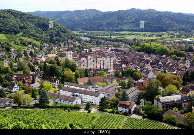 Blick auf die Altstadt von Staufen Im Breisgau südlichen Schwarzwald-Bergkette, Baden-Württemberg Stockbild