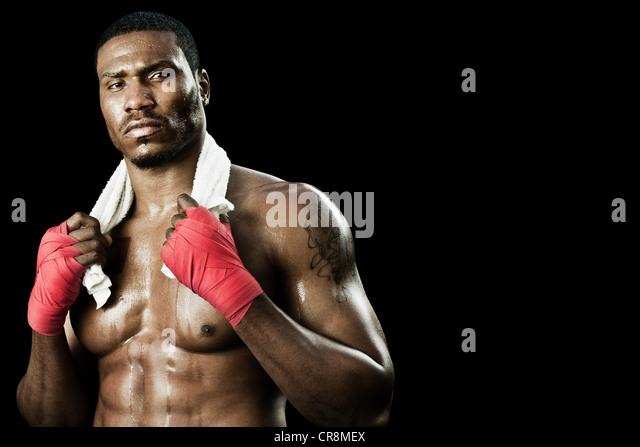 Boxer mit Handtuch um den Hals Stockbild
