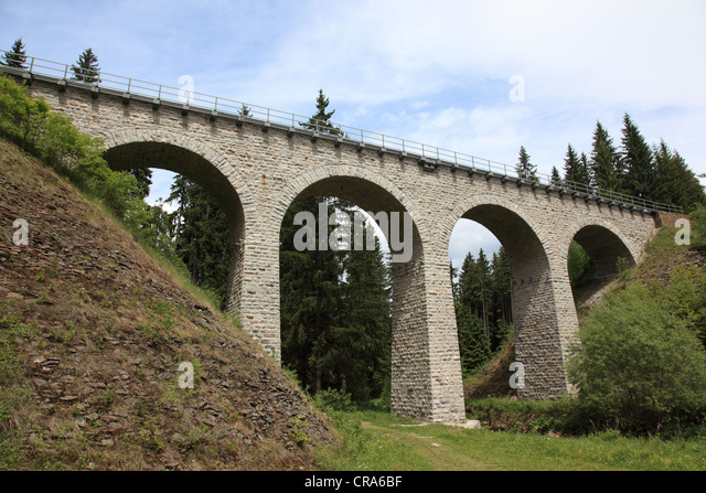 Eisenbahn-Klá?terský-Viadukt in der Nähe von Winterberg, Winterberg, Sumava, Böhmen, Tschechische Stockbild
