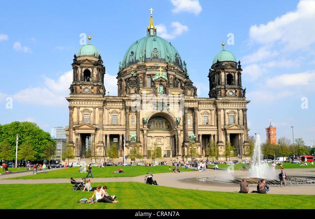 Berliner Dom mit einem Brunnen, Museumsinsel, einem UNESCO-Weltkulturerbe, Berlin, Deutschland, Europa Stockbild