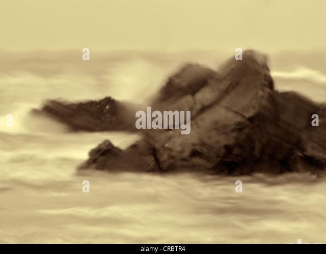 Regnerischen Tag Bild von Felsen und Wellen an Harris Beach State Park, Oregon Stockbild