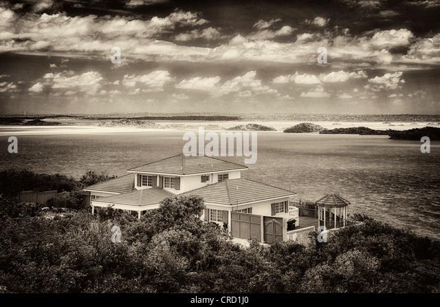 Haus am Chalk Sound. Providenciales. Turks- und Caicosinseln. Stockbild