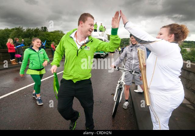 Der Olympische Fackellauf in Englands die nördlichste Grafschaft Northumberland Stockbild