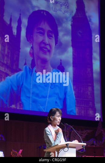 Aung San Suu Kyi. Begegnung mit den Menschen in Birma in der Royal Festival Hall London UK 22. Juni 2012. HOMER Stockbild