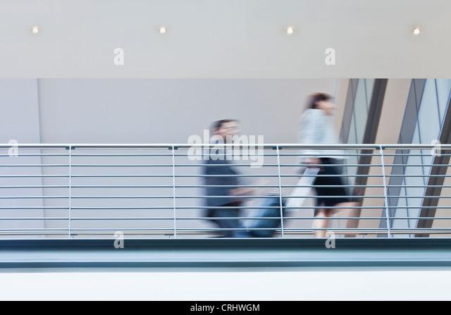 Verschwommene Sicht von Geschäftsleuten Stockbild