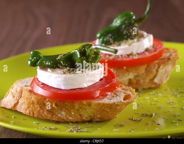 Montadito pflanzlichen. Vegetarische Snack. Stockbild