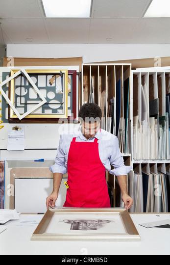 Jungfacharbeiter Frame auf Foto anpassen Stockbild