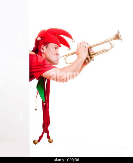 Jester - Figur in der typischen Tracht Trompete bläst unterhaltsam Stockbild