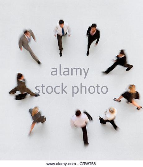 Fuß Geschäftsleute bilden einen Kreis Stockbild