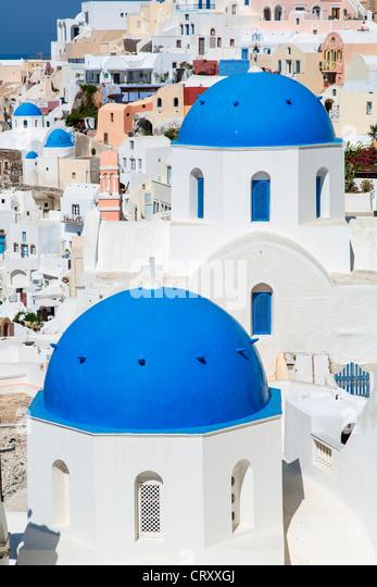 Griechenland Santorini Oia blaue Kuppel orthodoxe Kirche Stockbild