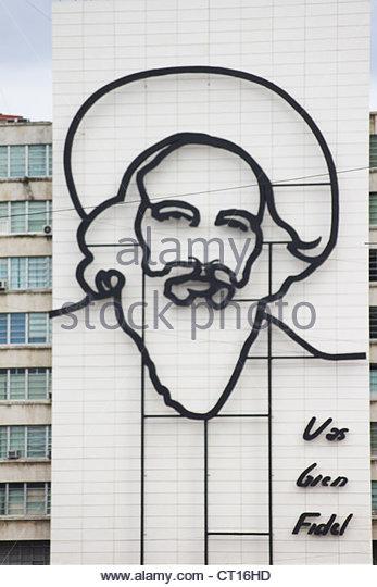 Skulptur von Fidel Castro am Gebäude Stockbild