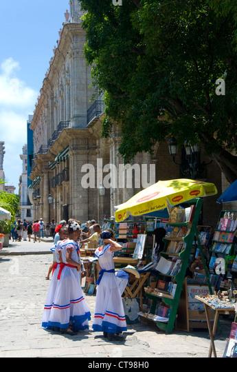 Einheimische Kinder, Plaza de Armas, La Havanna, Kuba Stockbild