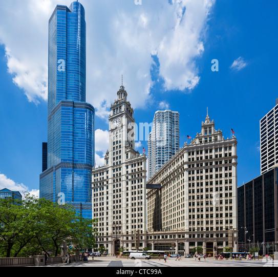 Das Wrigley Building auf N Michigan Avenue mit dem Trump International Hotel and Tower hinter, Chicago, Illinois, Stockbild