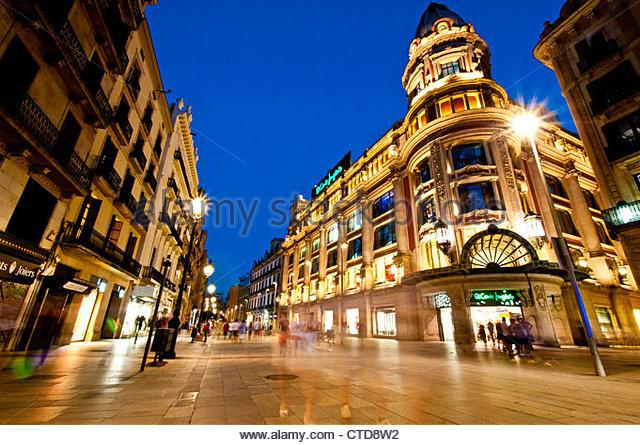 Nachtansicht des Portal de l ' Angel Fußgängerzone, Barcelona, Katalonien, Spanien Stockbild