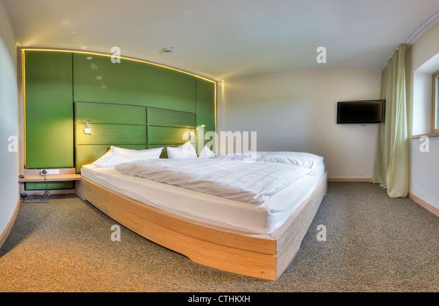 Zeitgenössische Schlafzimmer im Hotel Kaufmann, Bayern Stockbild