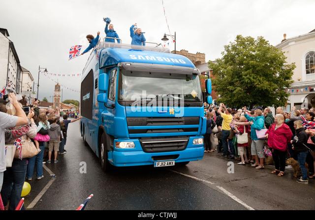 Das Samsung 2012 Olympischen Sponsor-Fahrzeug bei der Fackellauf durch Newmarket Suffolk East Anglia UK Stockbild