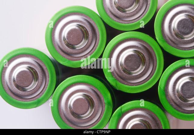 Schließen Sie oben AA-Batterie, Farbe grün - Stock-Bilder