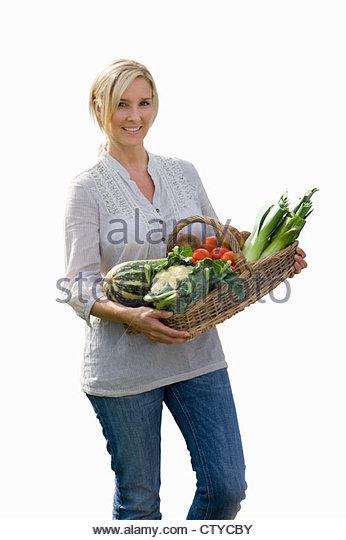 Schneiden Sie aus Frau mit Korb von Bio-Produkten Stockbild