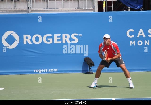 Tennis Spieler bereit Stellung Sponsor banner Stockbild