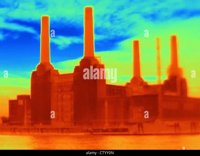 Wärmebild eines Kraftwerks Stockbild
