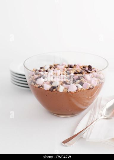 Schüssel mit Schokoladenmousse Stockbild