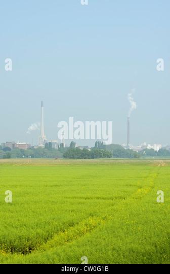 Industriebauten von Feldern Stockbild