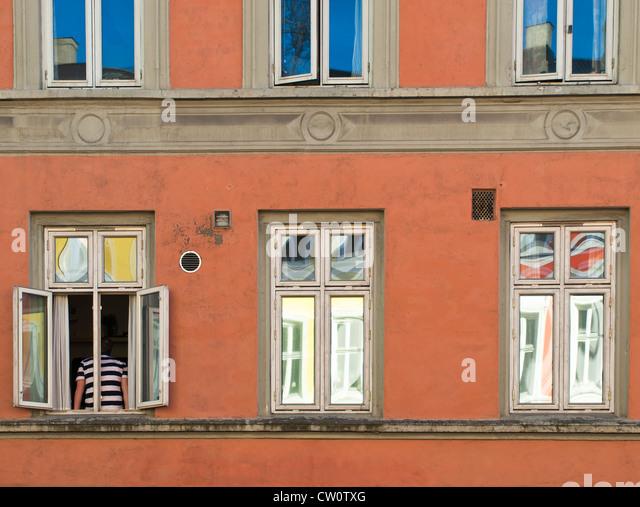 Teile der alten Wohnung in Blöcke Zentrum von Oslo in gewissem Sinne bunte gemalt Stockbild
