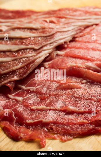 Scheiben von rohem Lammfleisch Stockbild