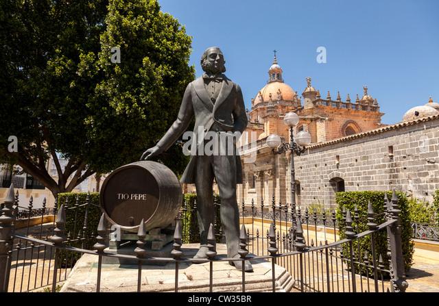 Statue von Tio Pepe außerhalb der Gonzalez Byass Weingut, Jerez De La Frontera, Andalusien, Spanien, Europa. Stockbild