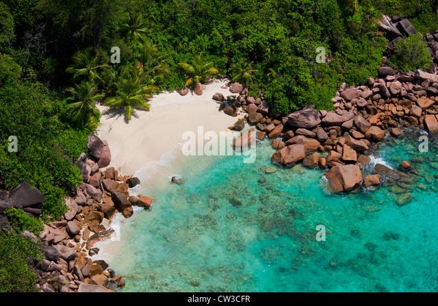 Luftaufnahme von einem einsamen Strand, Küste von Praslin.Seychelles Stockbild
