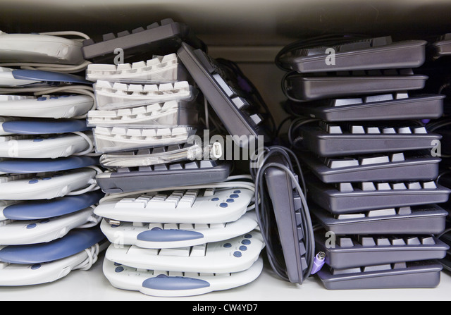 Veraltete Computer Tastatur usw. geplant, für das recycling. Stockbild