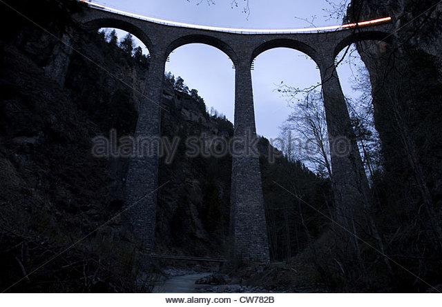 Landwasser Viadukt bei Filisur mit leichten Spur eines Zuges, Graubündens, der Schweiz, Kanton Graubuenden Stockbild
