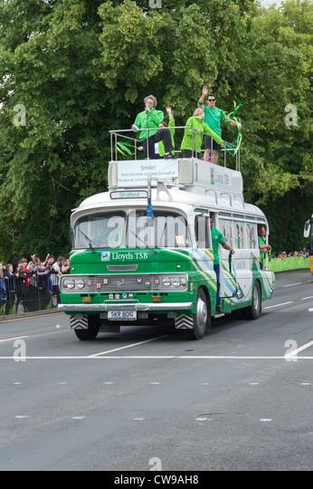 Lloyds TSB Sponsor Bus unterwegs die London 2012 Olympische Fackel Relais in King's Lynn, Norfolk Stockbild
