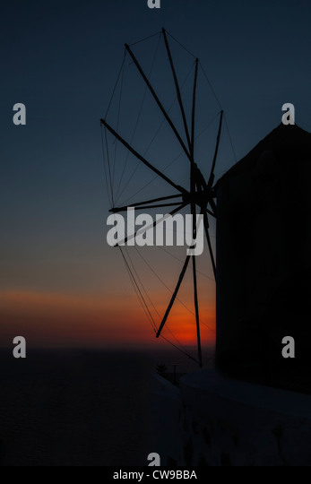 Windmühle bei Sonnenuntergang in Griechenland Stockbild