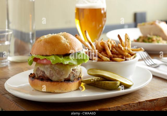 Burger und Pommes frites - Stock-Bilder
