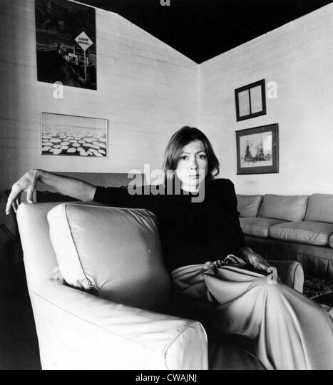 Joan Didion, circa 1977. Höflichkeit: CSU Archive / Everett Collection Stockbild