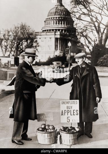 Die große Depression. Arbeitsloser Mann verkauft Äpfel in der Nähe des Kapitols in Washington D.C. Stockbild