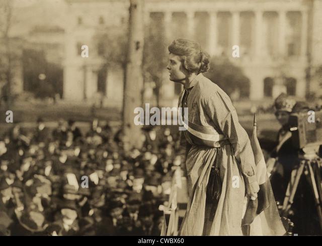"""Suffragette Lucy Branham auf Outdoor-Treffen während der militante Nationale Frauenpartei """"Gefängnis Stockbild"""