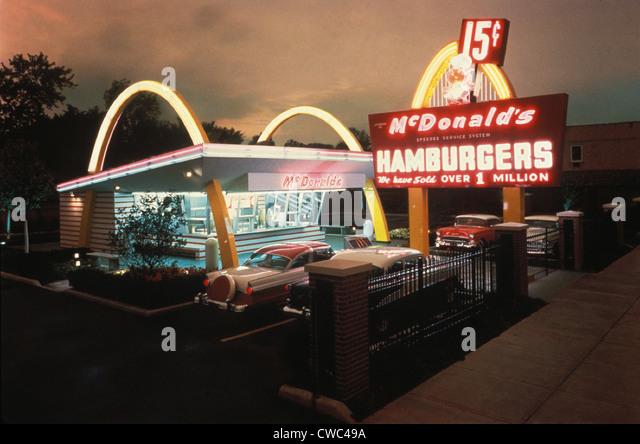 McDonald's 1 Store Museum ist eine Erholung von der ersten McDonald's-Restaurant. Es eröffnet ein Restaurant Stockbild