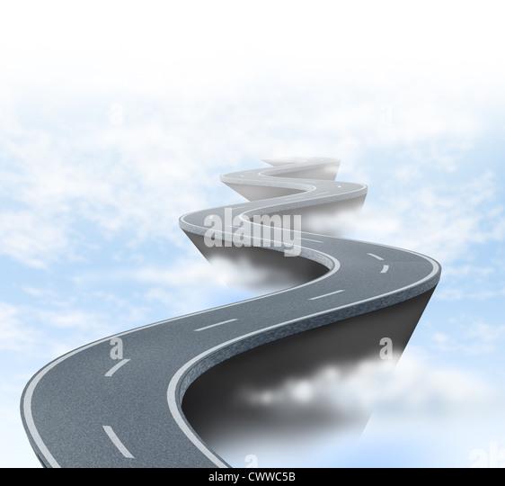 Risiken und Unsicherheiten, die durch eine kurvenreiche Straße hoch über den Wolken zeigt das Konzept Stockbild